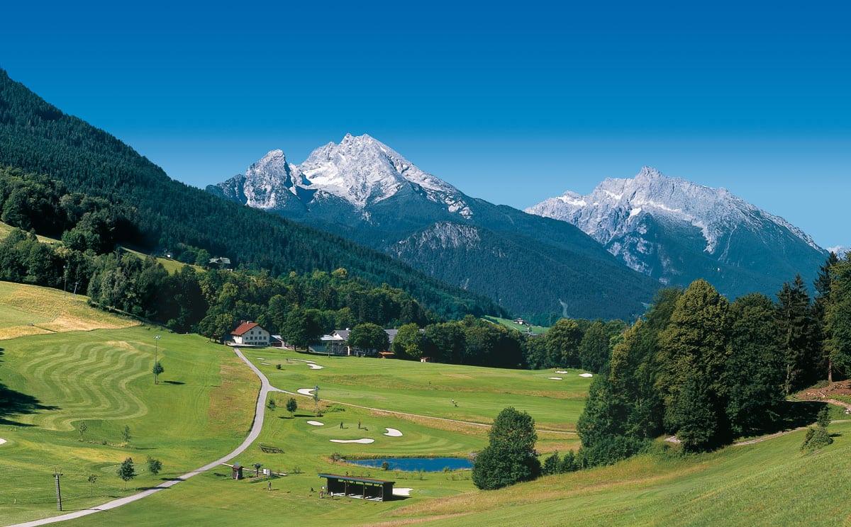 Golfplatz Berchtesgaden, Obersalzberg, Im Hintergrunfd Watzmann und Hochkaler Massiv
