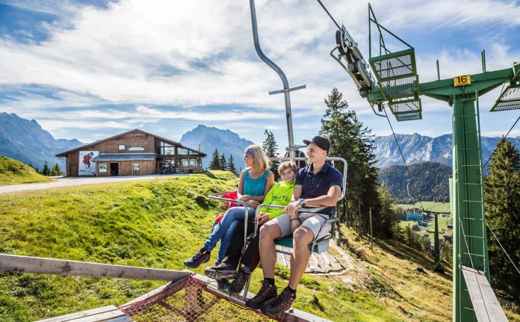 Erleben Sie das Traumpanorama des Nationalparks Berchtesgaden mit der Hirscheck-Sesselbahn am Hochschwarzeck.